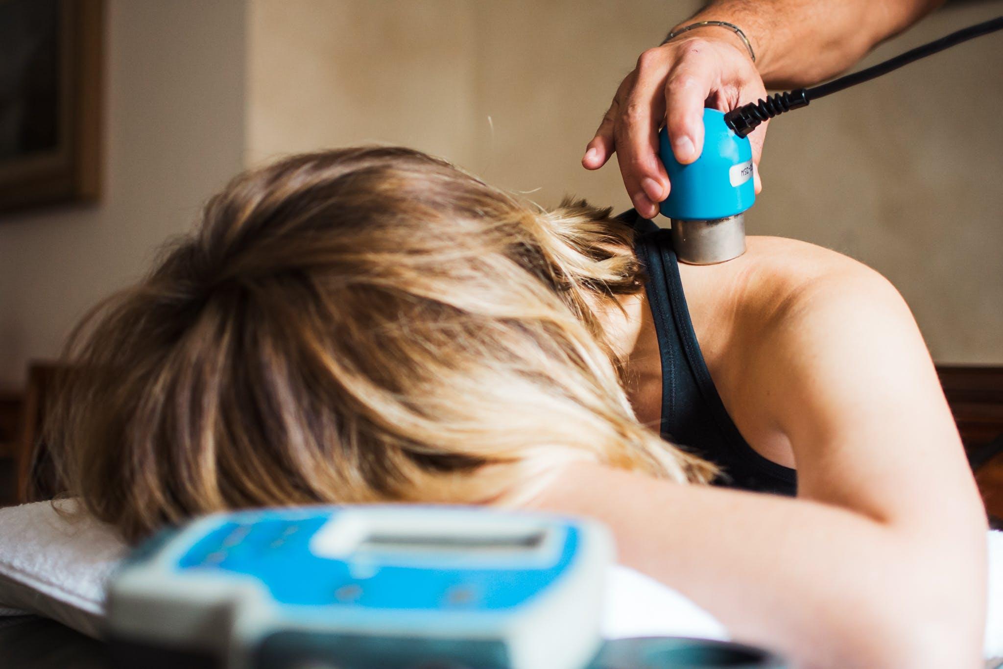 La tecarterapia è una tecnica fisioterapica utile alla riabilitazione motoria.