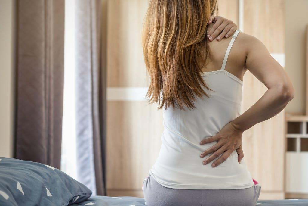 Ernia lombare e dolore al fianco: cause, sintomi e rimedi.