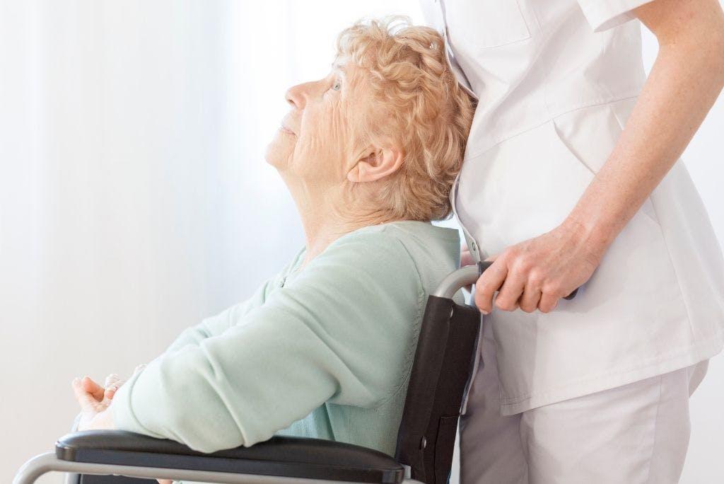 Assistenza anziani: i benefici delle cure a domicilio