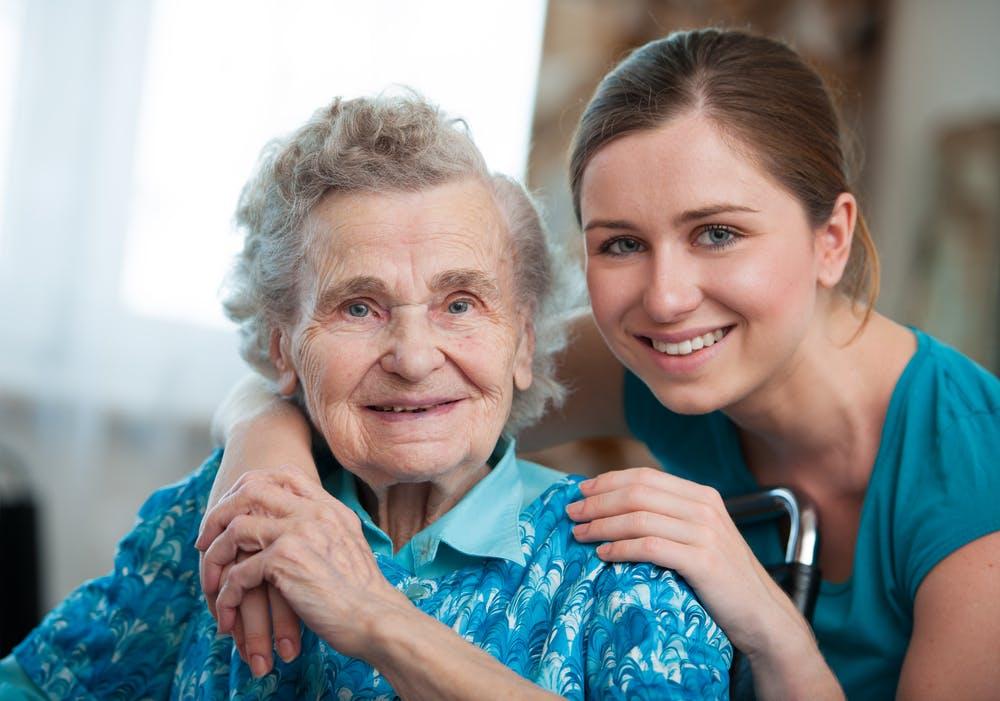 Come scegliere la migliore assistenza a domicilio per anziani?