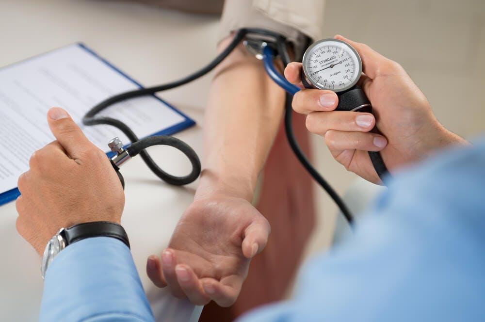 Ipertensione: sintomi e cure contro la pressione alta.