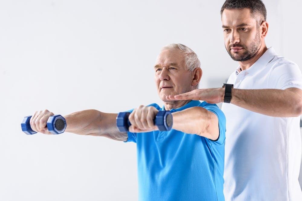Fisioterapia a domicilio per anziani: la riabilitazione motoria