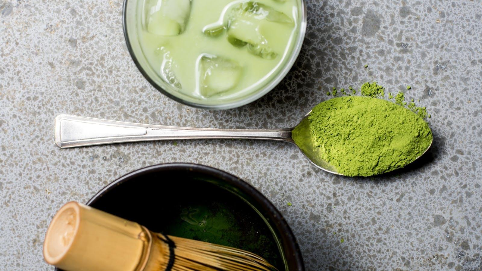 Cuillère de thé matcha en couleurs