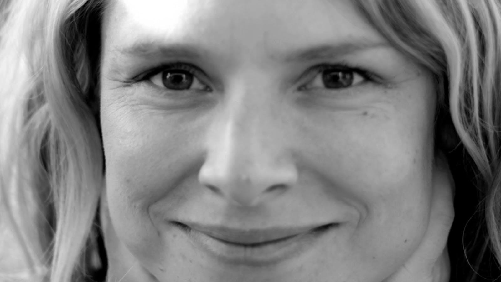 Portrait de Armelle en noir et blanc