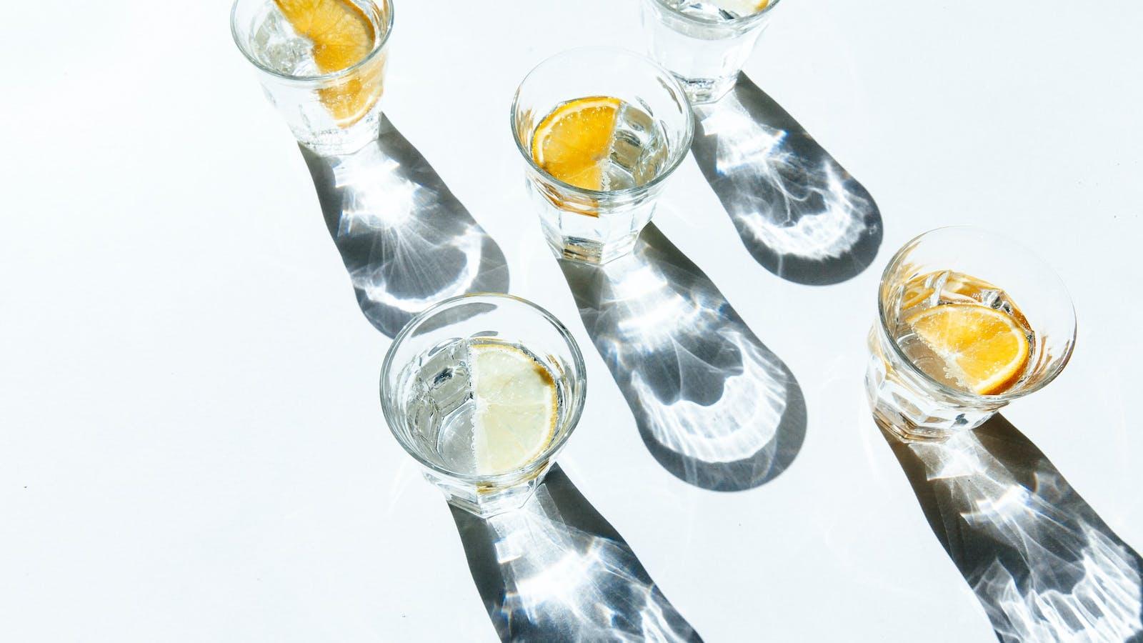 Verre d'eau avec rondelle de citron