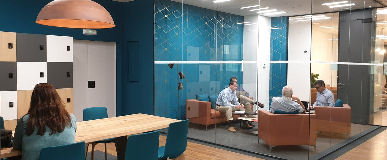 Création d'espaces collaboratifs chaleureux favorisant les échanges