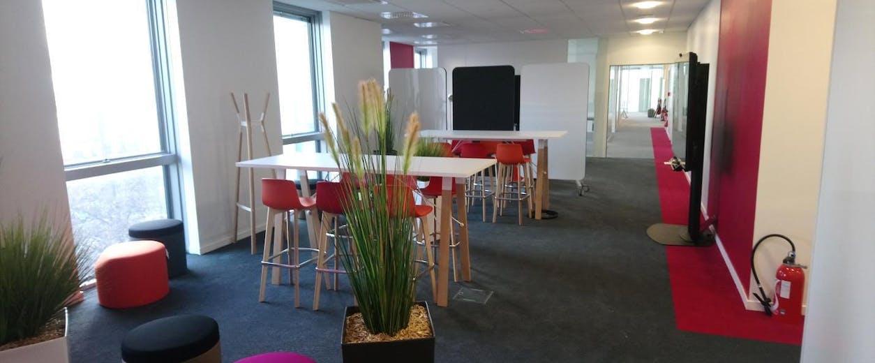 Projet d'aménagement d'un espace de réunions informelles pour favoriser la communication.