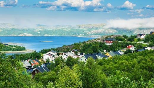 Panoramavy över Kirkenes i Norge.