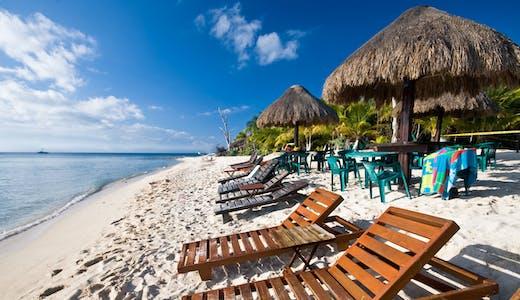 Härlig strand i Cozumel i Mexiko.