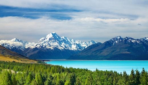 Mount Cook och sjön Pukaki i Nya Zeeland.
