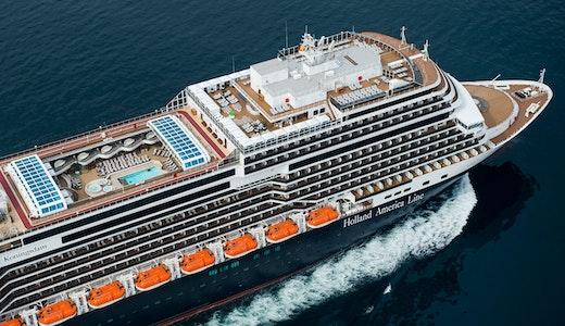Holland America Lines fartyg Koningsdam sett ovanifrån.