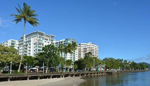 Strandpromenad i Cairns i Australien.