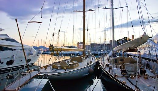 Småbåtshamn i Cannes på Franska Rivieran.