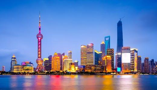Shanghai skyline på kvällen.