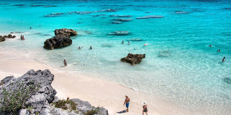 Rosa strand i Horseshoe Bay på Bermuda.