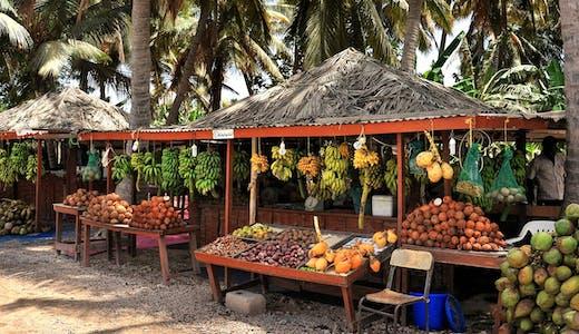 Typiska fruktstånd i Salalah i Oman.