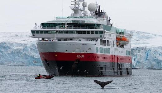 Hurtigrutens fartyg Fram på kallare breddgrader.