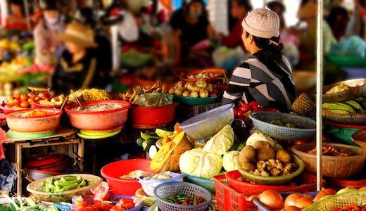Frukt- och grönsaksmarknad i Vietnam.