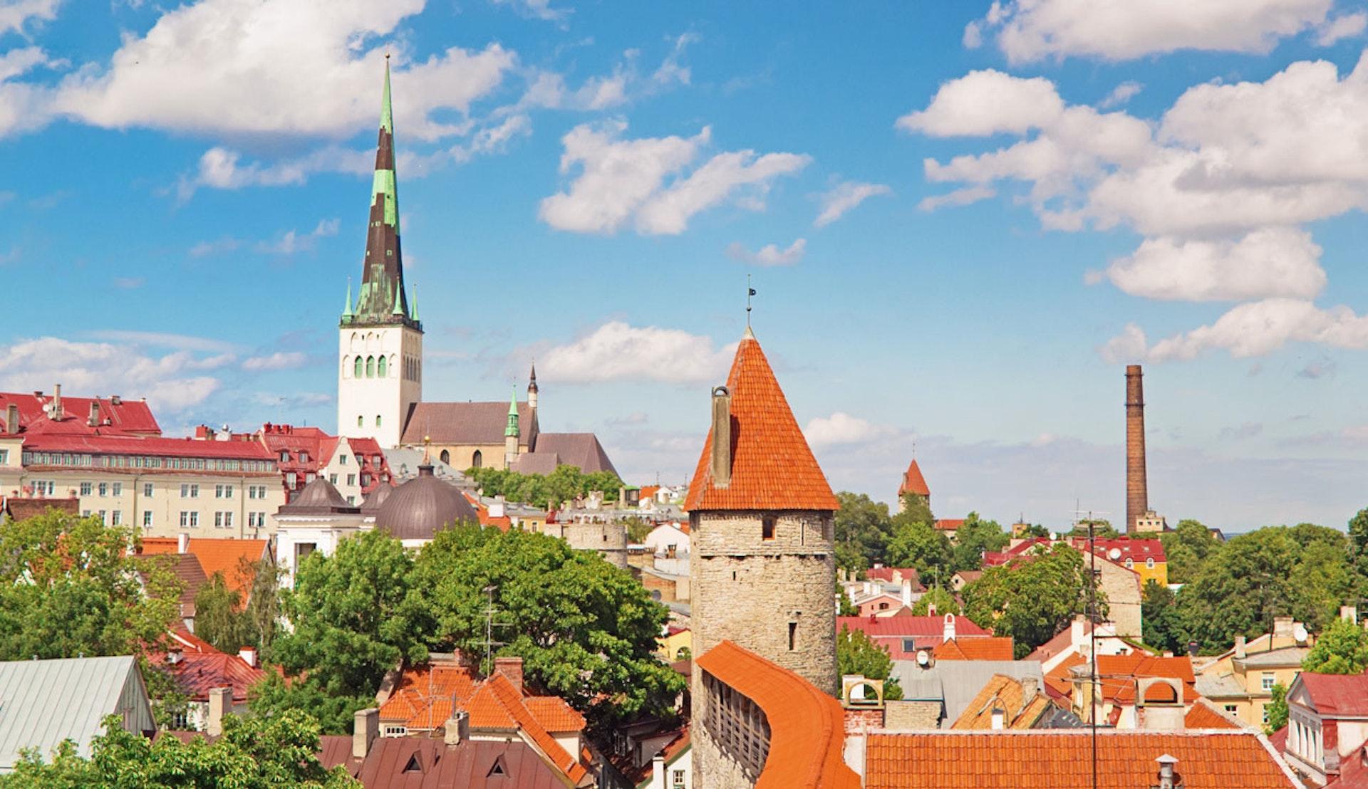 Vy över takåsarna i Estlands huvudstad Tallinn.