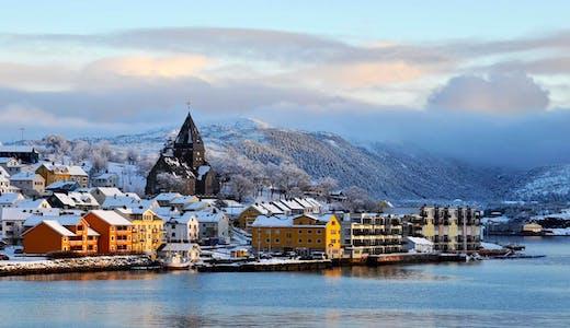 Vy över ett snöigt Kristiansund i Norge. Foto: David Watson/HGR