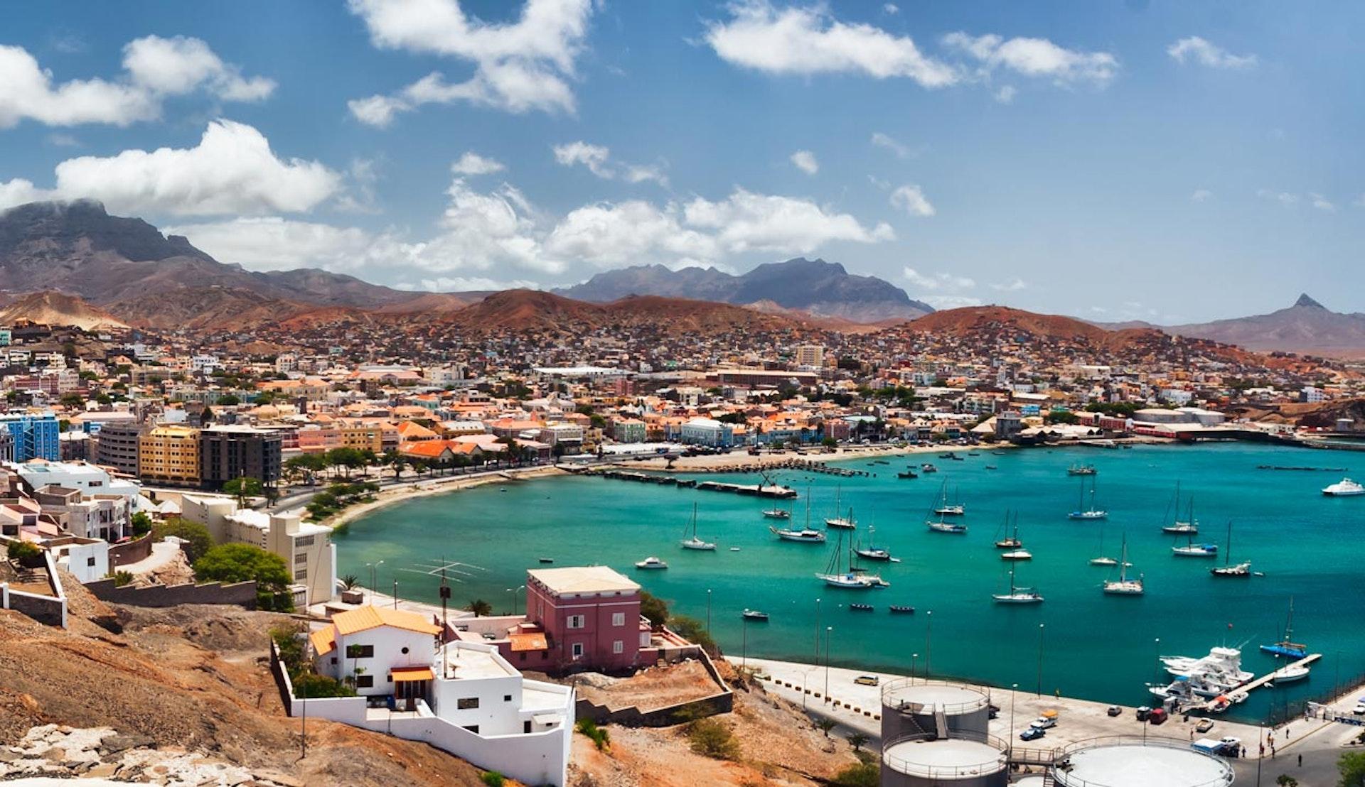 Vy över staden Mindelo på Kap Verde.