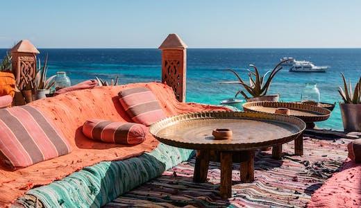 Härlig utomhuslounge vid Röda havet.