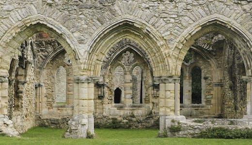 Ruinerna Netley Abbey i Southampton i England.
