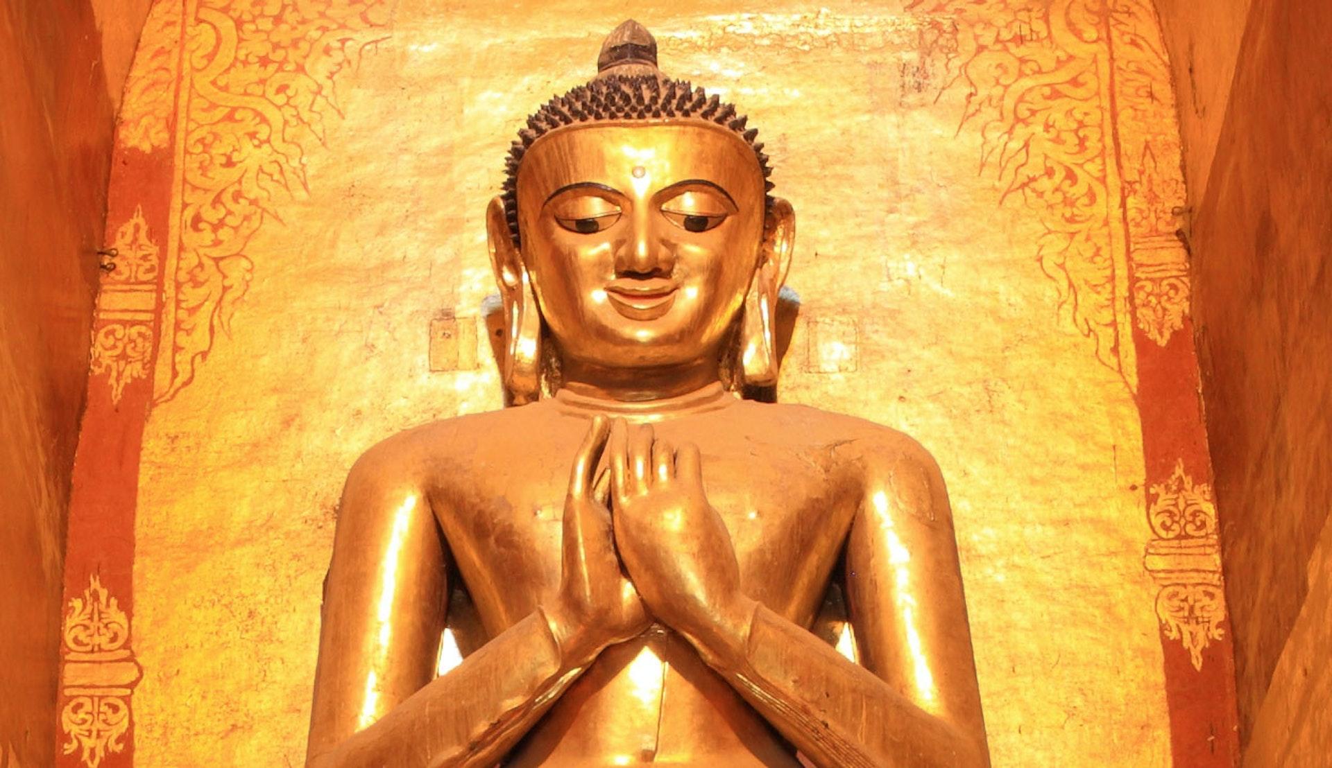 Ananda Buddha i Bagan i Myanmar.