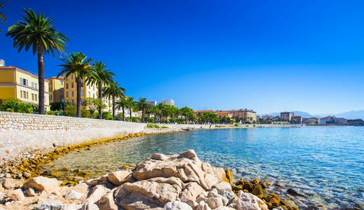 Huvudstaden på Korsika i Frankrike - Ajaccio.