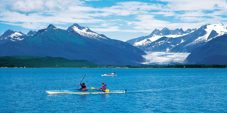 Njut av omgivningarna i vilda Alaska.