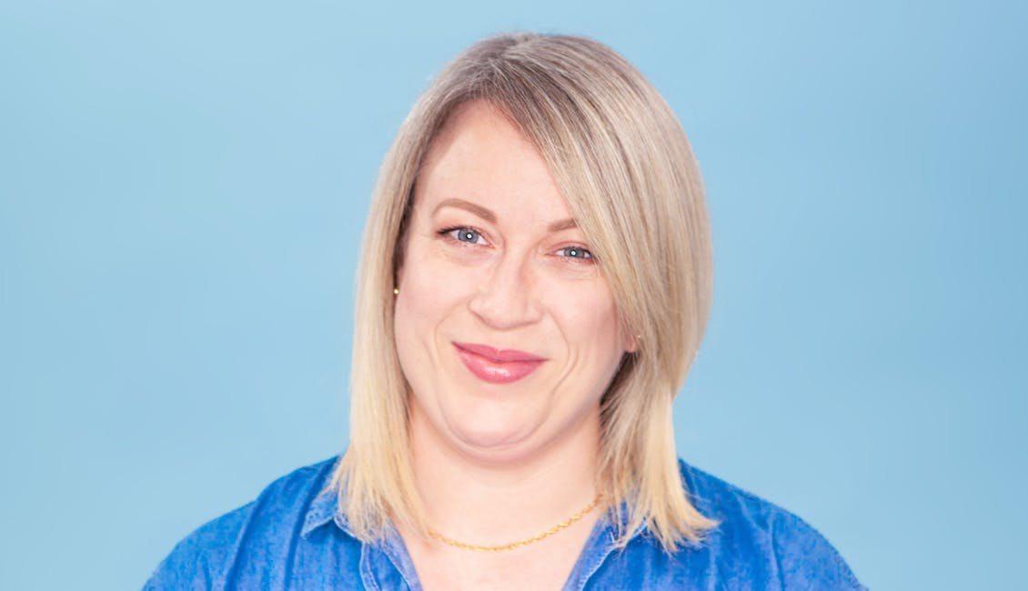 Image of esalon colorist with her hair down before coloring her hair with light set