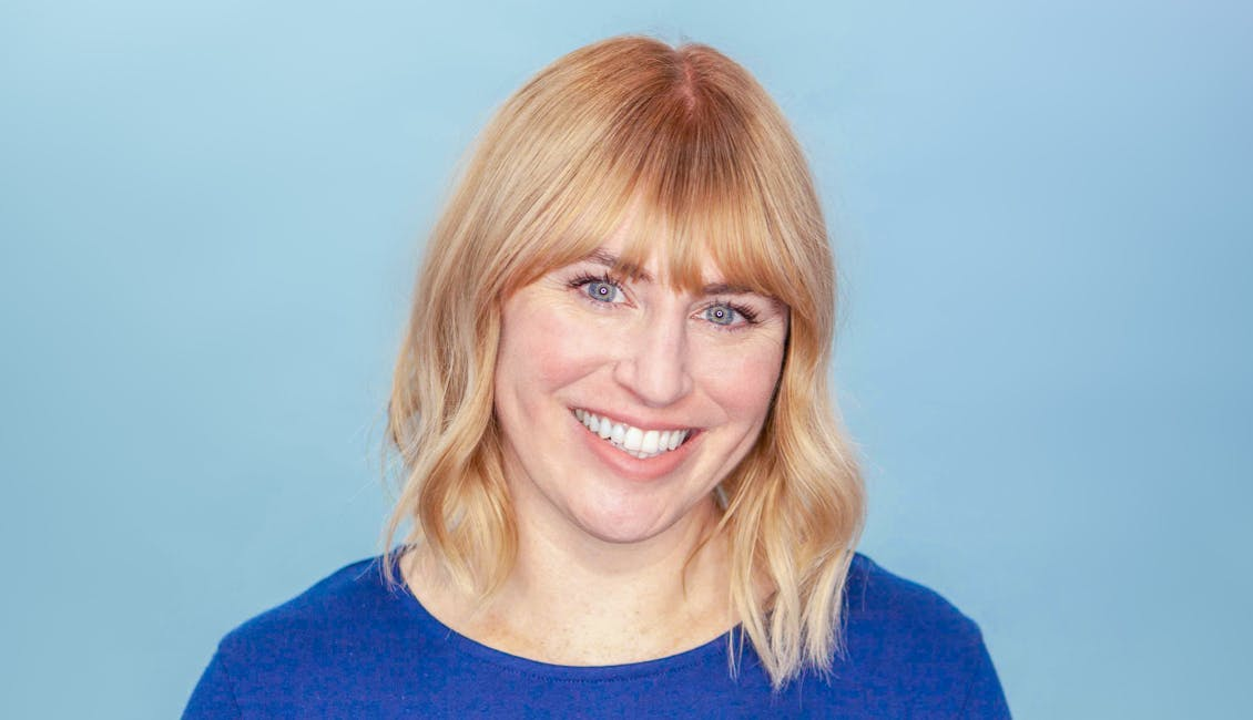 Image of esalon colorist with her hair down, getting ready to highlight her bangs with esalon's light set balayage kit