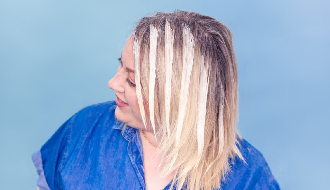 Image of esalon colorist with strips of esalons light set formula on her hair as it processes her side bangs