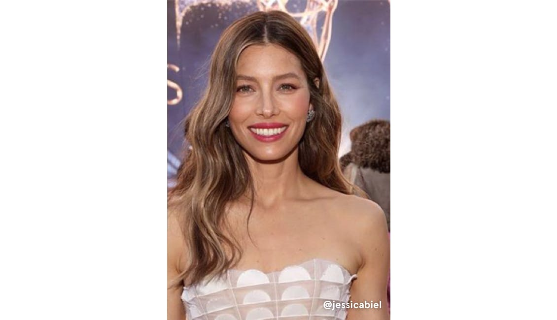 Jessica Biel with face-framing, balayage highlights.