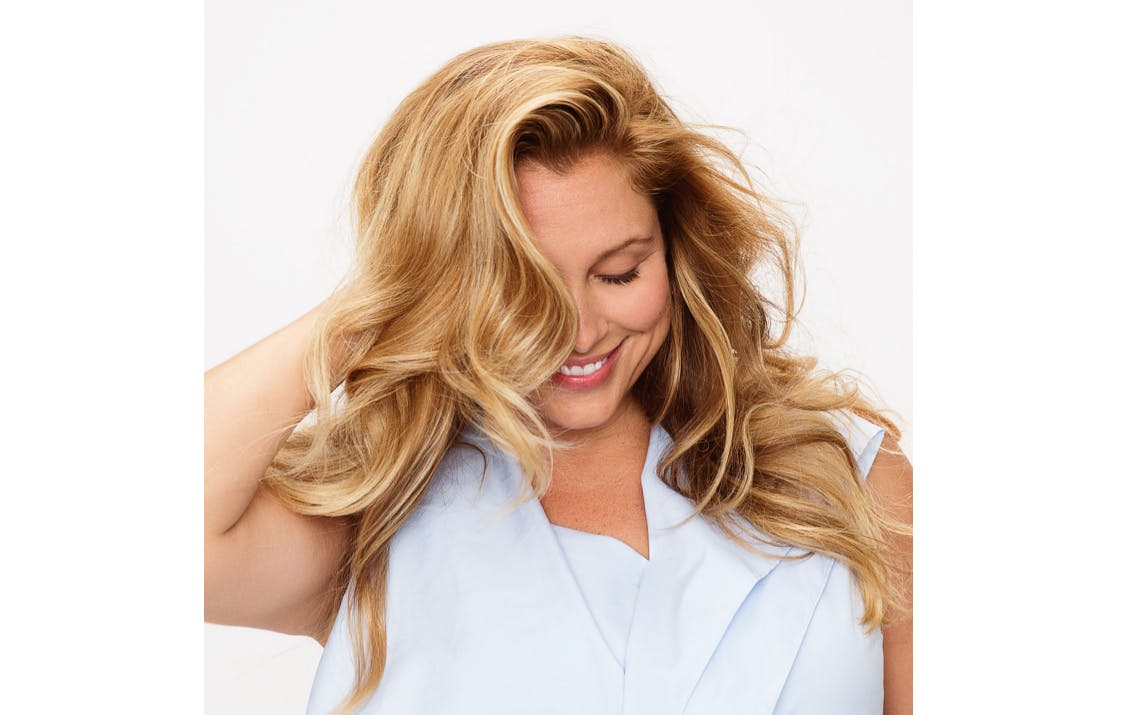 Image of esalon client with natural-looking blonde shade with sparkling highlights using light set home balayage kit