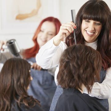 Image of esalon colorists applying custom hair color in the el segundo color studio