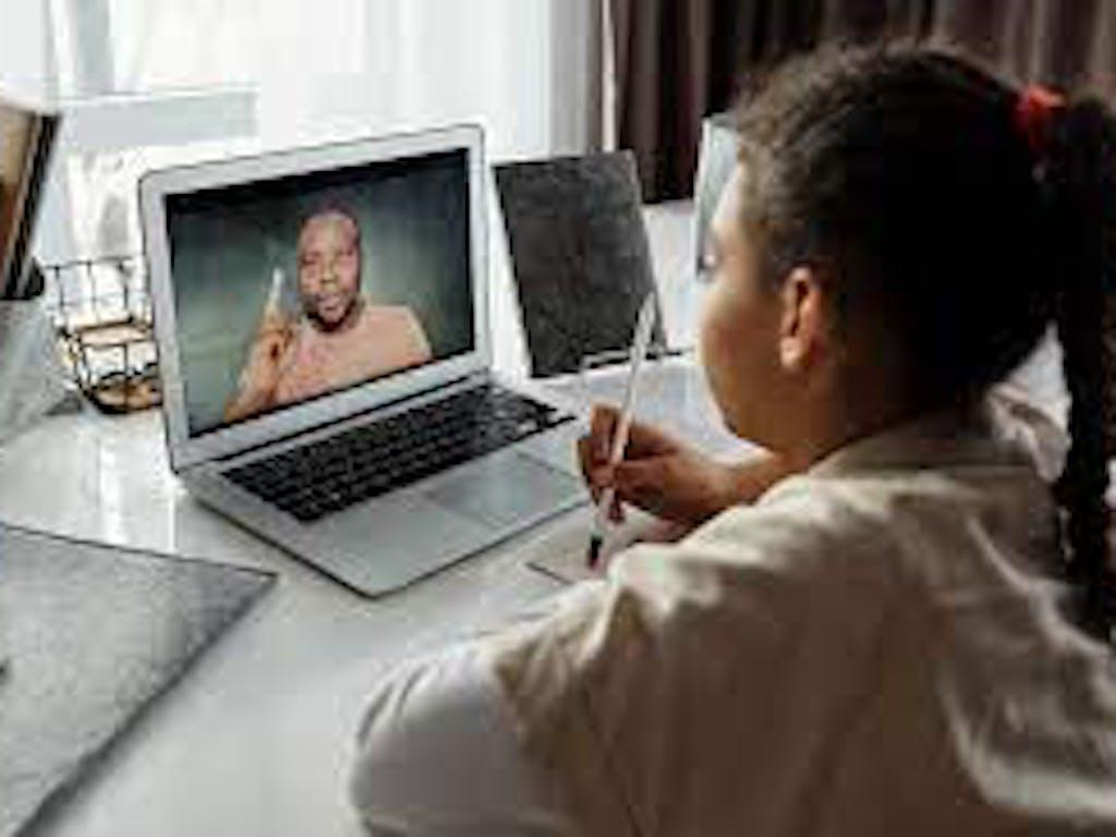 Como se preparar as para as aulas on-line em casa