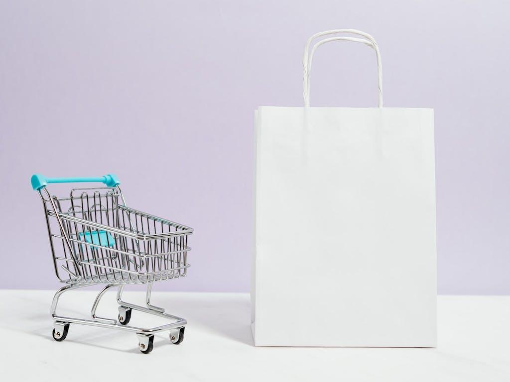 SophiA inicia parceria com a Eskolare, plataforma que cria lojas de vendas online para escolas