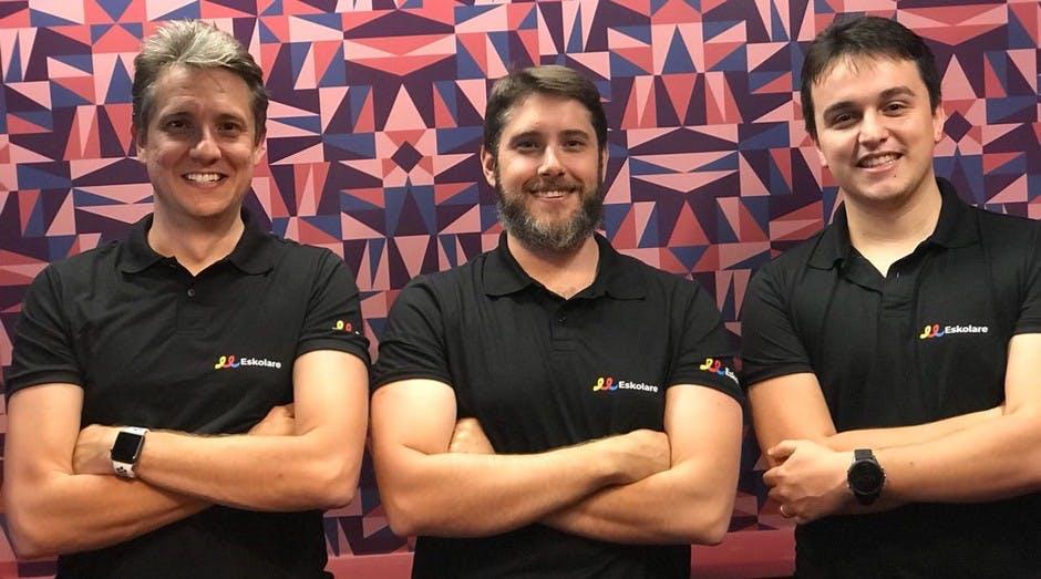Amigos criam lojas virtuais customizadas para escolas e faturam R$ 300 mil
