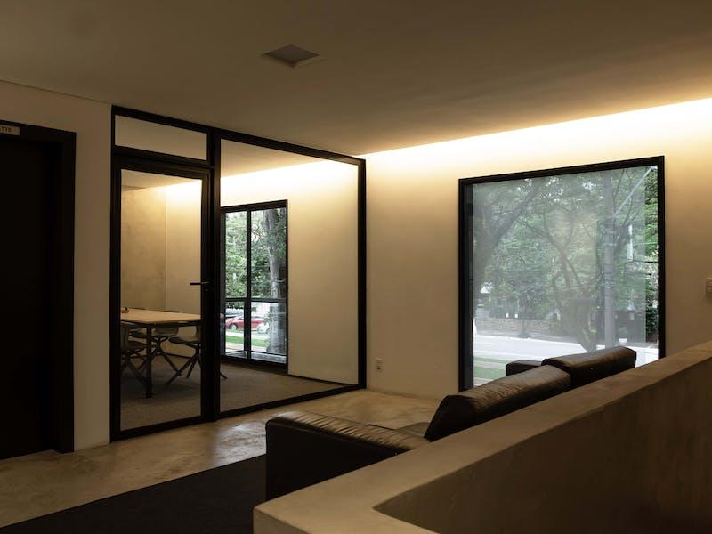 Sala de living do segundo andar na casa de eventos da EWZ Capital