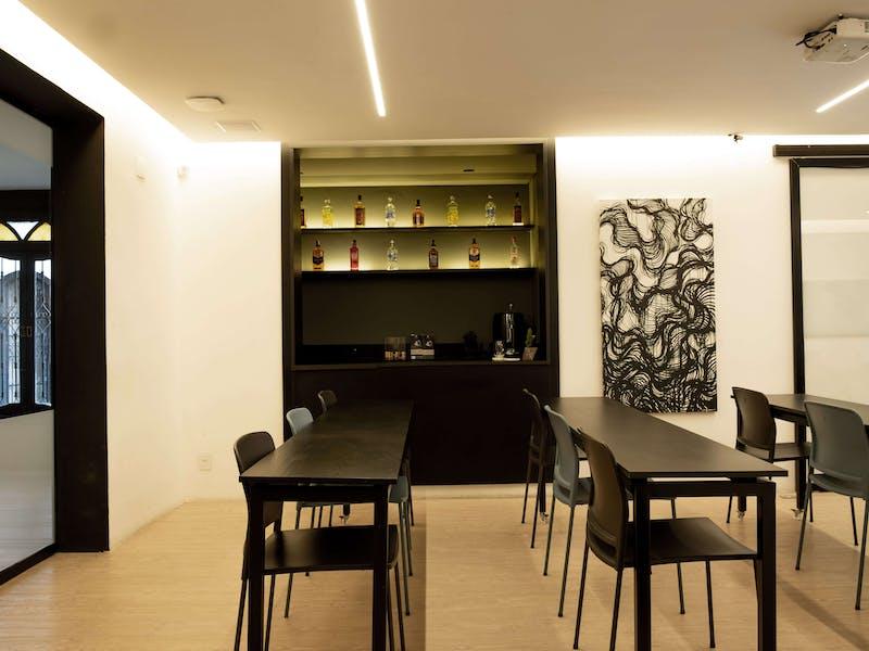 Sala de aulas e encontro na casa de eventos da EWZ Capital