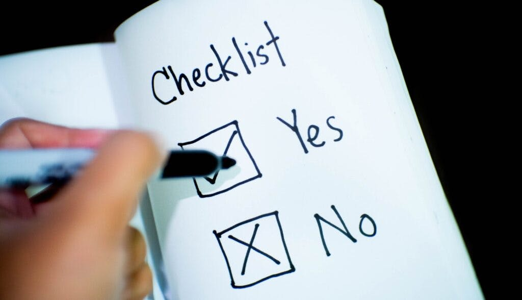 Checklist mark yes to FTP hosting solutions features.