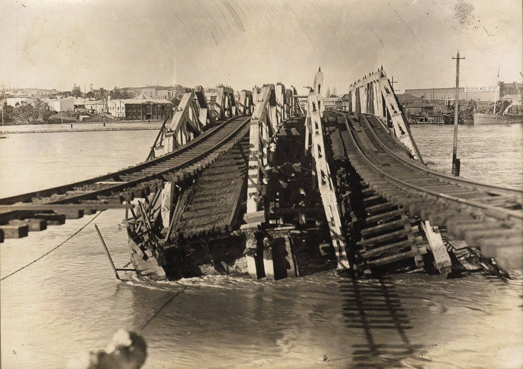 Old photo of the Fremantle Bridge Collapse in 1926.