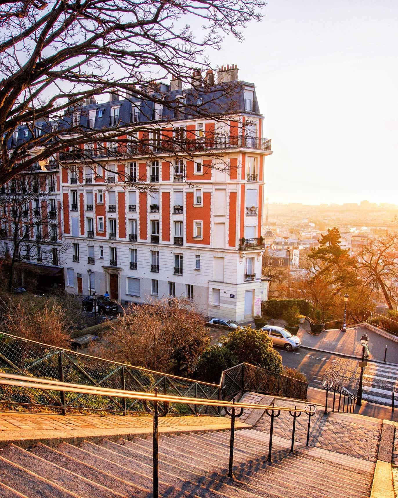 Parvis du Sacré-Cœur view of L'Envol Hotel