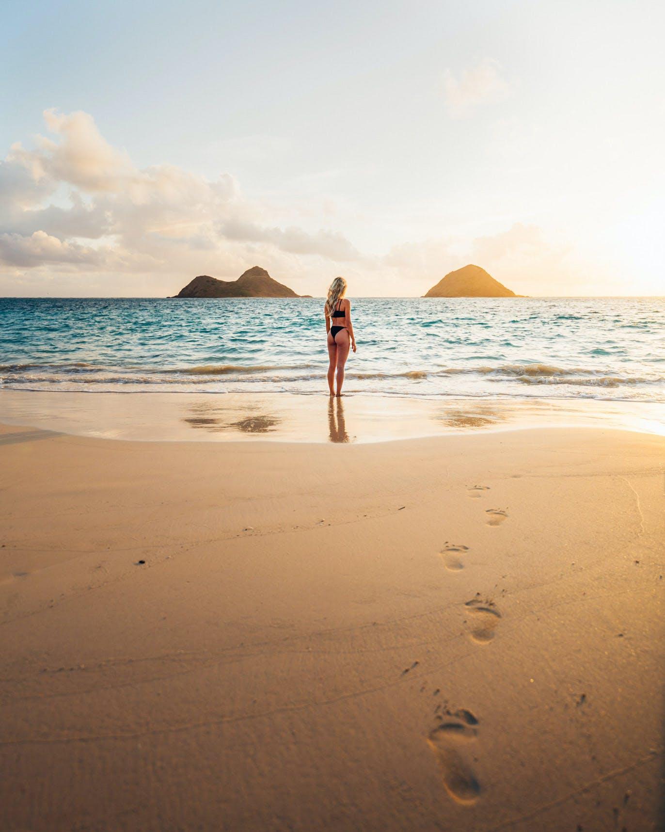 """Ocean Access 10"" on Lanikai Beach view of Moku Nui & Moku Iki with Model"