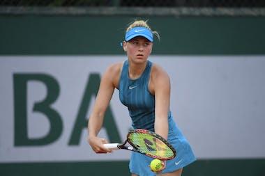 Marta Kostyuk in action in the first round of Roland-Garros qualifying in 2018.