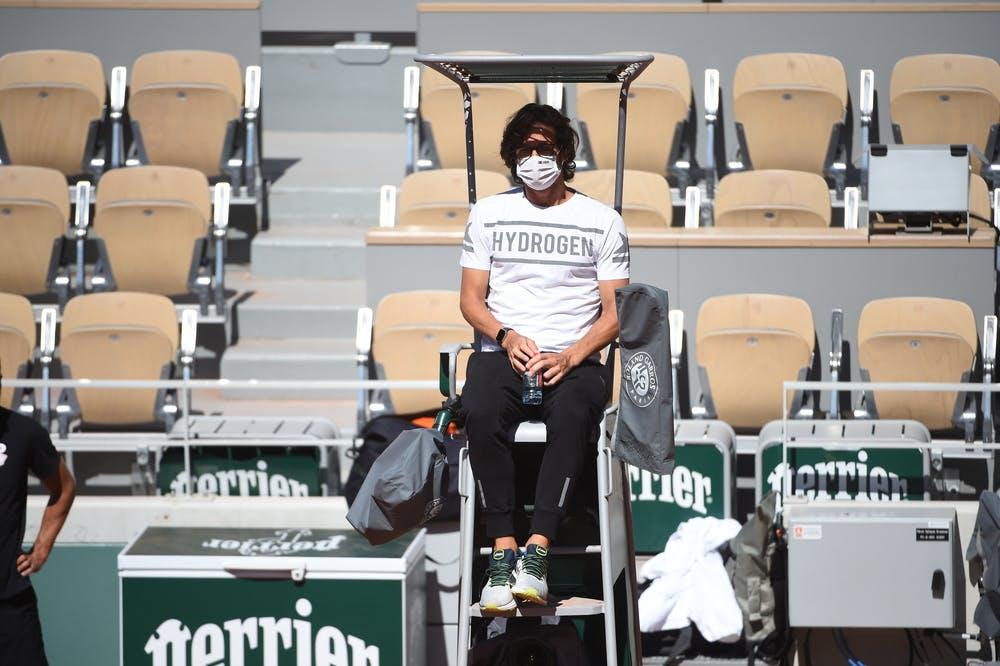 Feliciano Lopez watching Rafael Nadal's practice, Roland Garros 2021