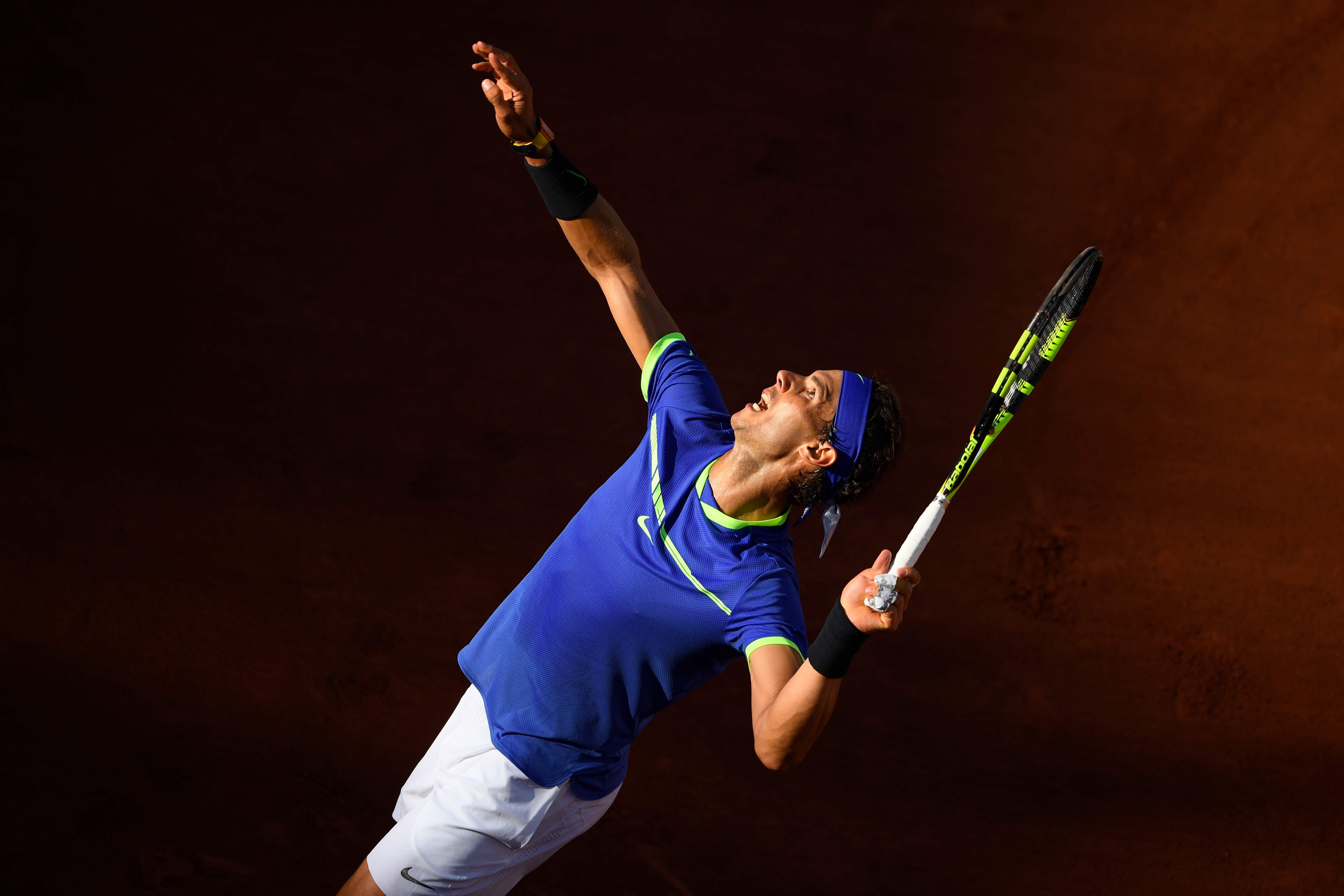 Rafael Nadal service Roland-Garros 2017
