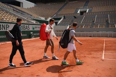 Roger Federer arrives for practice