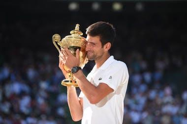 Novak Djokovic lift the Wimbledon 2018 trophy.
